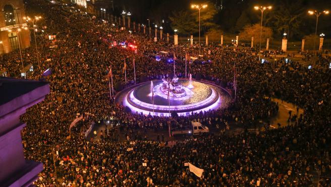 La Comisión 8M convoca una cadena feminista para 'teñir de morado' el centro de Madrid durante este mes