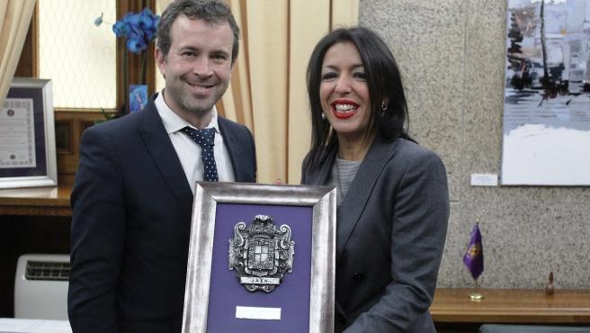 Visita de la presidenta del Parlmanento andaluz, Marta Bosquet, al Ayuntamiento de Jaén donde se ha reuniodo con el alcalde, Julio Millán.