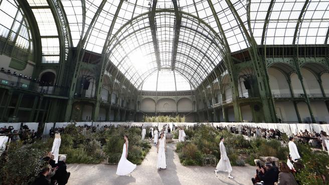 Claustro de la Abadía de Aubazine donde se llevó a cabo el desfiles de Chanel