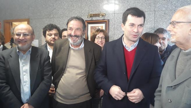 El presidente de Agasfra y el secretario xeral del PSdeG durante un acto celebrado este martes en Vigo