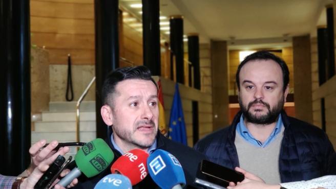 El secretario general de UGT Asturias, Javier Fernández Lanero, y el de UGT-FICA Asturias, Jenaro Martínez, atienden a los medios antes de reunirse con el presidente del Principado, Adrián Barbón.