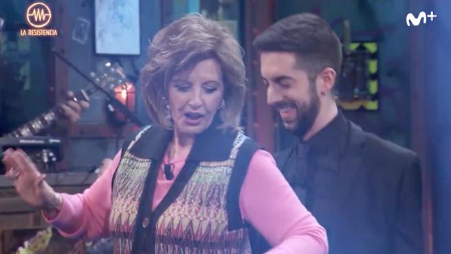 María Teresa Campos y David Broncano bailan juntos en 'La Resistencia'.