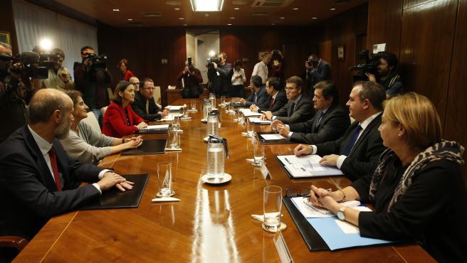 La Xunta, el Principado y el Goberno Central acordaron una posición común para pedir a Alcoa la retirada del ERE y un paquete de medidas para dar estabilidad a la Industria Electrointensiva