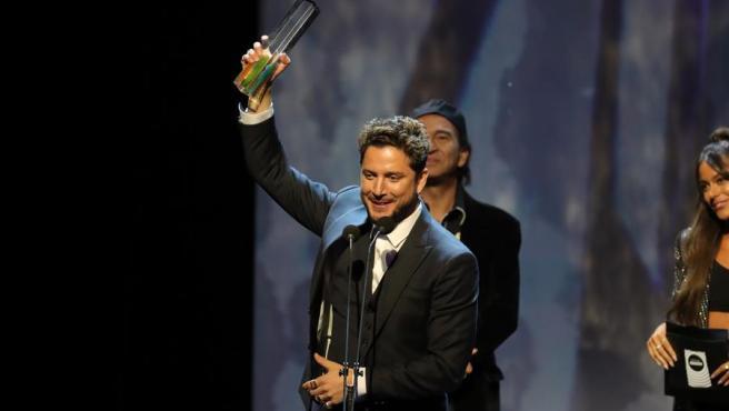 El cantante Manuel Carrasco, tras recibir el premio Odeón al mejor directo 2019.