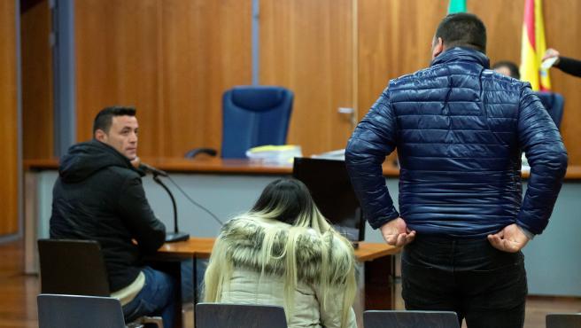 Serrano y los padres de Julen, en el juicio.