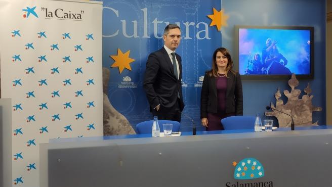Carlos Urruti y María Victoria Bermejo en la presentación de los conciertos educativos de 'la Caixa' y el Ayuntamiento de Salamanca