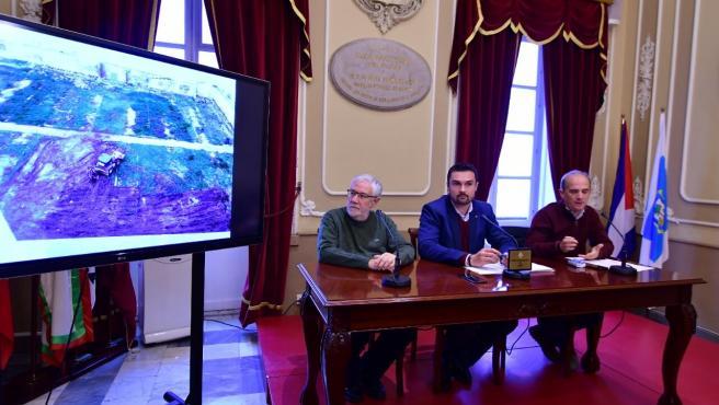 El concejal de Memoria Democrática del Ayuntamiento de Cádiz, Martín Vila, en rueda de prensa