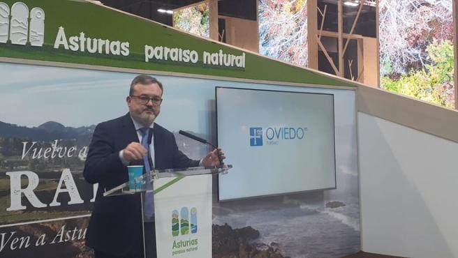 El concejal de Turismo del Ayuntamiento de Oviedo, Alfredo García Quintana, en Fitur.