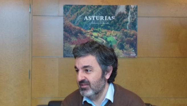 El consejero de Desarrollo Rural, Agroganadería y Pesca, Alejandro Calvo, en su despacho en Oviedo.
