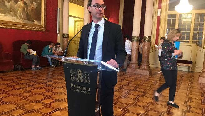 El portavoz del PP en el Parlament, Toni Costa, en declaraciones a los medios