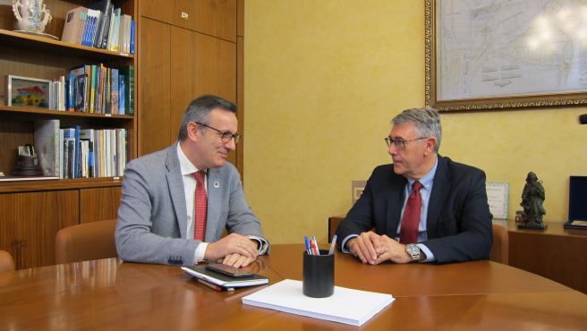 El secretario general del PSRM-PSOE, Diego Conesa, y el presidente de la CHS, Mario Urrea