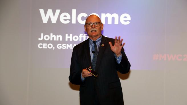 El consejero delegado de GSMA, John Hoffman, durante la presentación del MWC.