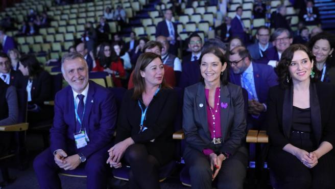 (I-D) El presidente de Canarias, Ángel Víctor Torres; la presidenta de Baleares, Francina Armengol; la ministra de Industria, Comercio y Turismo, Reyes Maroto; y la presidenta de la Comunidad de Madrid, Isabel Díaz Ayuso, durante el Foro de Liderazgo Turí
