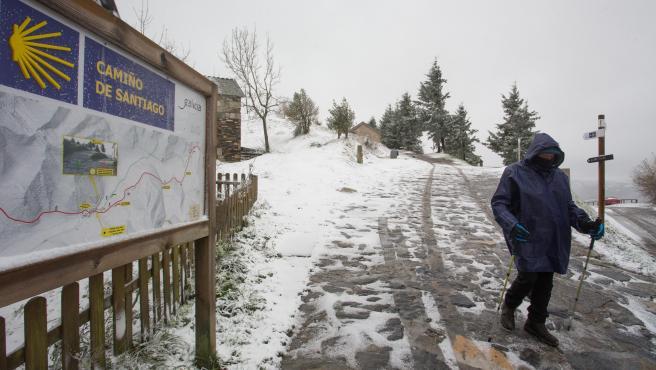 O Cebreiro, Pedrafita do Cebreiro, Lugo. Primera nevada del ano en las montanas de Os Ancares, que ha dejado cumbres nevadas en el noroeste peninsular en cotas superiores a los 800 metros. Se espera que la nevada remita en las proximas horas.