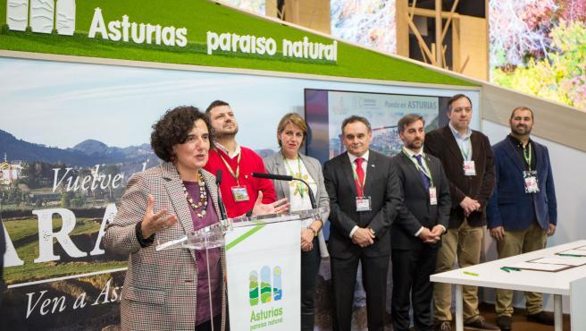 Piñán con los alcaldes de la Comarca de la Sidra.