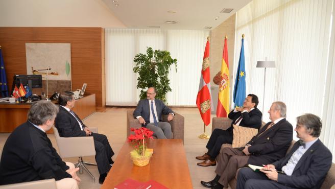 Recepción del presidente de las Cortes de Castilla y León, Luis Fuentes Rodríguez al presidente y al rector del IGOB.