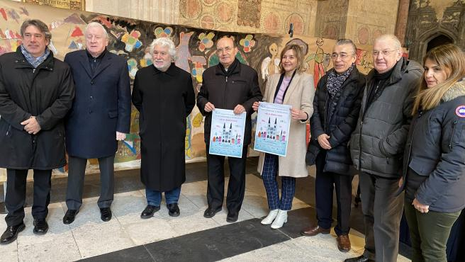 En el centro de la imagen, Fidel Herráez, presidente de la Fundación de la Catedral de Burgos.
