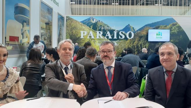 Firma en Fitur del acuerdo de colaboración entre Oviedo y Valencia para su promoción turística