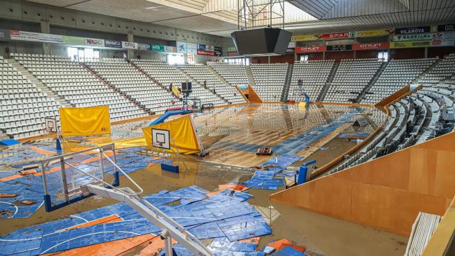 Estado del pabellón Fontajau por las inundaciones.