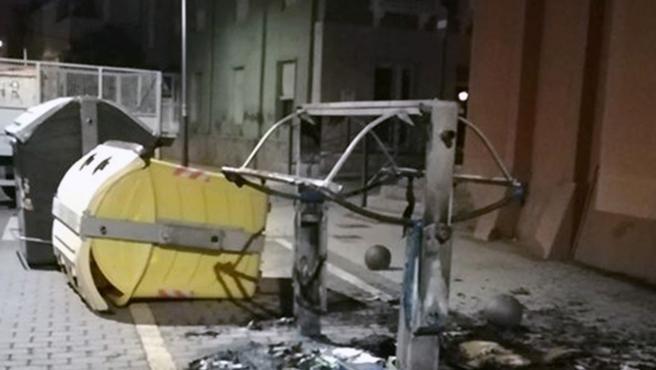 Guardia Civil detiene a 21 jóvenes por desordenes públicos mediante incendio de medio centenar de contenedores de residuos urbanos