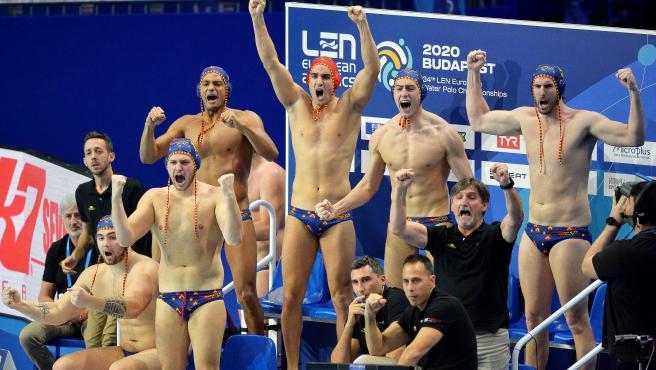 El banquillo de la selección masculina de waterpolo en el Europeo.