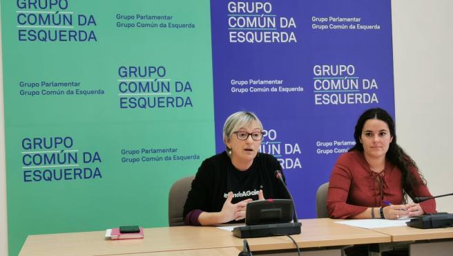 Las diputadas del Grupo Común da Esquerda Ánxeles Cuña y Luca Chao en rueda de prensa.