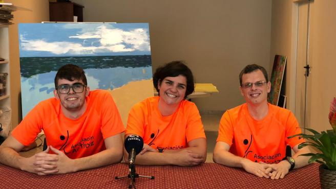 Miembros de la asociación Activoz en rueda de prensa para explicar el reto de recorrer a pie el Mont Blanc
