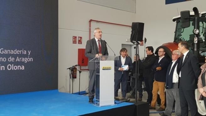 Olona en la inauguración de las instalaciones de Agromecánica en Cariñena.