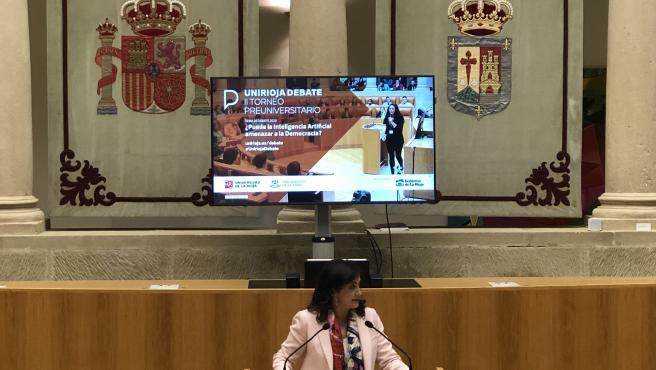 La presidenta del Gobierno de La Rioja, Concha Andreu, asiste a la final del II Torneo de debate Preuniversitario