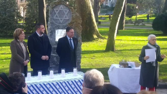 Acto en conmemoración de las víctimas del holocausto.