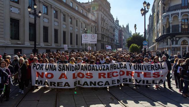 Manifestación Marea Blanca en Sevilla en defensa de la sanidad pública.