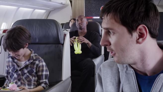 Kobe Bryant y Leo Messi, durante un anuncio.