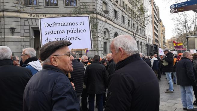 Manifestación de pensionistas frente al Banco de España en Barcelona