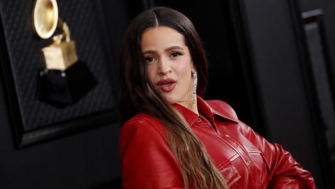 Rosalía, en la alfombra roja de los premios Grammy 2020, en Los Ángeles, EE UU.