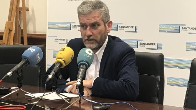 El concejal de Urbanismo de Santander, Javier Ceruti, en rueda de prensa