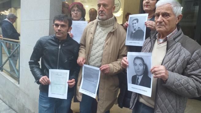 Familiares y miembros de la Asociación por la Recuperación de la Memoria Histórica presentan en Vigo 5 denuncias por gallegos deportados a campos de concentración nazis, para unir a la querella argentina sobre crímenes del franquismo.