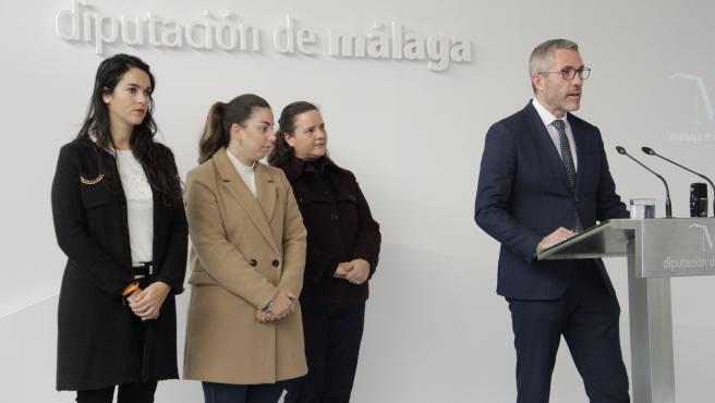 Juan Carlos Maldonado, vicepresidente de la Diputación de Málaga informa de la presencia de diseñadores adheridos a Málaga de Moda en el SIMOF de Sevilla