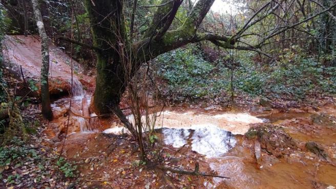 Vertido al río de la mina de Touro