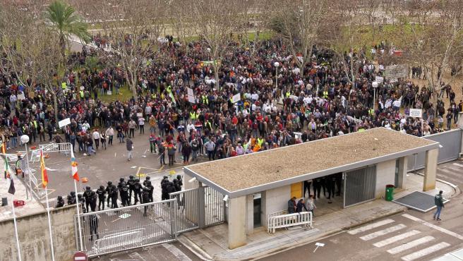 Agricultores concentrados en Badajoz para reclamar mejores condiciones.