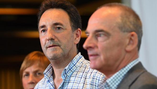 El doctor Julian Druce (en el centro), director del Laboratorio de Identificación de Virus del Centro Peter Doherty, en Melbourne, Australia.