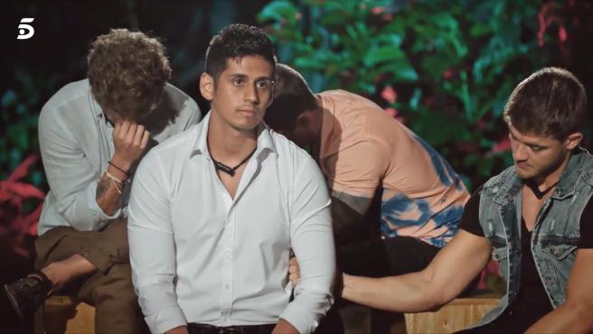 Christofer ve las imágenes de Fani y Rubén en 'La isla de las tentaciones'.