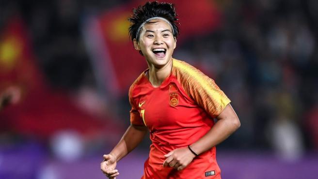 Wang Shuang celebra un gol con su selección.