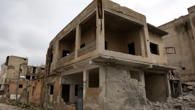 Edificios destruidos por bombardeos en la ciudad de Saraqib, en Idlib, Siria.