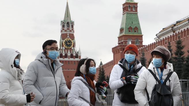 Turistas chinos en la Plaza Roja de Moscú.