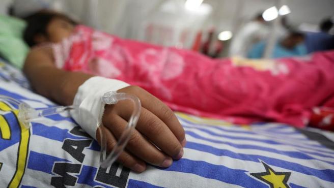 Una menor, en la Sala de Dengue del Hospital Escuela Universitario, en Tegucigalpa (Honduras).