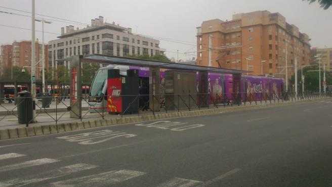 El tranvía en la parada de San Bernardo