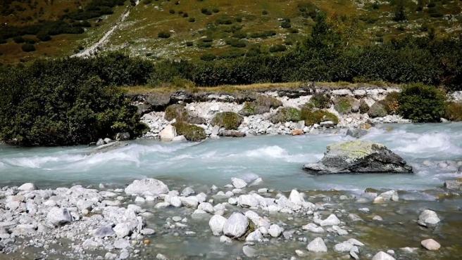 Río de montaña en Suiza