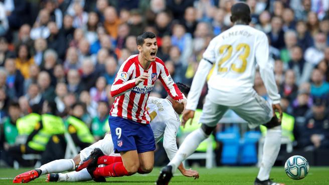 Posible penalti de Casemiro a Morata en el Real Madrid-Atlético.