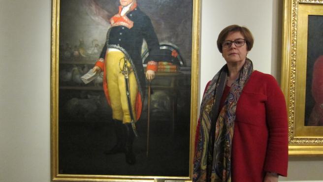 La directora del 'Museo Goya. Colección Ibercaja-Museo Camón Aznar', Rosario Añaños, junto a una de las obras que exhibe este espacio.