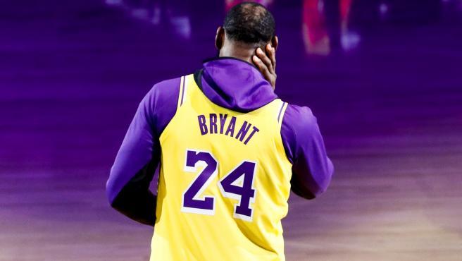 LeBron James homenajea a Kobe